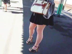 【盗撮】駅で見かけたターゲット女子たちのスカート捲ってみたら全く期待を裏切らない風景ですた♪