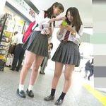 【盗撮】ストーカー撮り師に延々とツケ狙われて逆さ撮りされたリュックスタイルの女子校生二人組♪