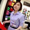 【盗撮】某有名ブランド店の店員さんを逆さ撮りしたら結構チャレンジしてるパンティー穿いてますた♪