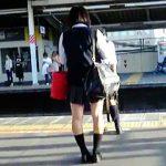 【盗撮】ホームで電車を待つJKを品定めしてからエスカレーターでスカメク撮りする手練れの撮り師♪