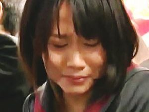 【盗撮】通勤バスの車内で女子校生が痴漢被害に遭ってるようなので助けようとしたら失禁ですた♪