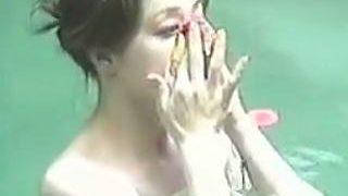 【盗撮】外気に裸が触れてるっていう感覚が麻痺してる女子たちが入浴してる有名温泉の露天風呂♪