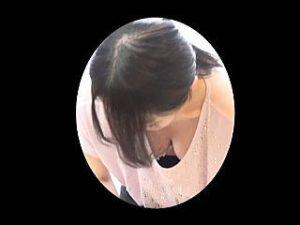 【盗撮】ベビマ教室で受講中のヤングママさんたちの美味しそうな胸チラを盗み撮ってる男性助手♪