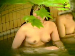 【盗撮】露天風呂が人気のスパクラブに足繁く通う女子たちは足繁く通う覗きマニアに撮られてる件♪