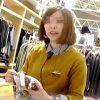 【盗撮】カジュアルショップの店員さんを逆さ撮りしたら印象通り爽やかなパンティー穿いてますた♪