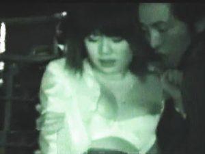 【盗撮】夜の公園でOLさんがレイプされてる現場を撮影してたら強姦魔に見つかって怒鳴られますた♪