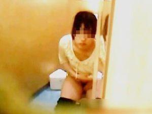【盗撮】最新ファッションビル内の女子トイレは小奇麗な上に防犯カメラもしっかり稼働してる件♪