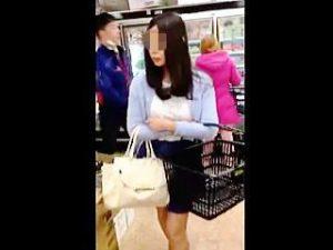 【盗撮】買い物女子に逆さ撮り不発も主戦場のエスカレーターでパンチラゲットして体液プレゼント♪