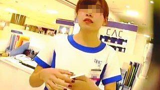 【盗撮】D〇Cの制服を身に纏った清潔そうなショップ店員さんの気になるスカートの中身を逆さ撮り♪