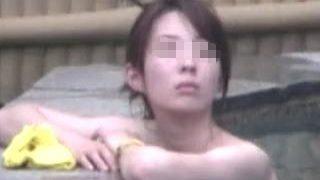 【盗撮】貸切露天風呂で入浴してたスレンダー淑女を長々と狙って最後の最後に美尻を拝めた件♪