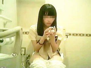 【盗撮】可愛い女の子のオシッコシーンはそうじゃない女子よりも食い入るように見てしまう件♪