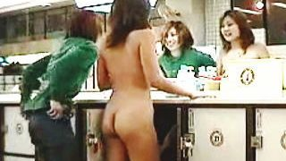 【盗撮】ギャル二人組が銭湯に来ると大抵一人は脱ぎっぷりが良くてもう一人の全裸待ちになる件♪