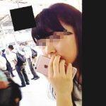 【盗撮】衆人環視の駅エスカレーターでターゲットに張り付いてスカメク撮りしてる強心臓の撮り師♪
