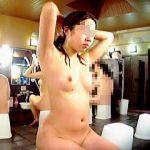 【盗撮動画】裸のレジャーランド状態の銭湯で隣の女撮り師に全裸を盗み撮られた美ボディ女子♪