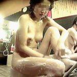 【盗撮】銭湯の女湯洗い場でシャンプーやらカラダ洗ってる淑女をズリネタとして記録しますた♪