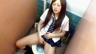 【盗撮】授業を抜け出してトイレでオナニーしてるサボり女子校生を隠し撮りしてる体育教師♪