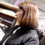【盗撮動画】逆さ撮りには難敵なロングスカート履いた店員さんに逆さ撮りアタックしてる撮り師♪