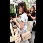 【盗撮動画】渋〇駅を拠点に電車で行ったり来たりしながら女子たちの逆さ撮りに励む駅専撮り師♪