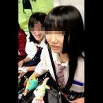 【盗撮動画】昼下りの電車内でたまたま居合わせたガチ女子校生二人組にロックオンして逆さ撮り♪