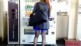 【盗撮】寒い朝でも黒パンストの奥ではしっかりと雌をアピールしてる女子たちをスカメク撮り♪