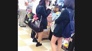 【盗撮】撮り師を使って女子校生たちのパンティを調査してる下着メーカーの裏マーケティング♪