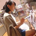 【盗撮】年齢が読めない女の子の素顔を観察してから念入りに逆さ撮りしたらJCを確信した件♪