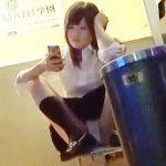 【盗撮】ミニスカ穿いてるのに行儀が悪くてパンチラどころかパンモロしてる平成の女子校生♪