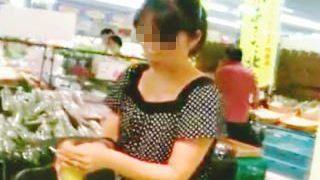 【盗撮】スーパーの買い物カゴにカメラを仕込んで女性客たちを逆さ撮りしてる主夫の撮り師♪
