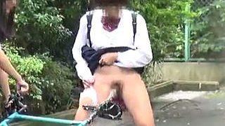 【盗撮】オシッコ絡みで悪戯しまくるストレスで脳が壊れた小便女子校生たちの呆れた悪事♪