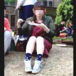 【盗撮】他学の学園祭にやって来た女子大生がお座りパンチラで男子学生たちを癒してますた♪