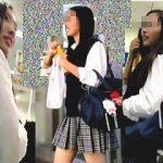 【盗撮動画】列に並んだ女子校生たちを逆さ撮りしながらレジ待ちしてる抜け目のない撮り師♪