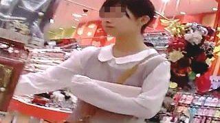 【盗撮】ゲームコーナーのゲーマー娘やショッピング中の眼鏡娘のホットパンティ逆さ撮り♪