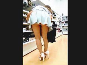 【盗撮】ミニスカ・ハイヒール・Tバックと痴女三点セットでお買い物してる素人女子♪