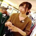 【盗撮動画】ショッピングモールで働く店員さんは一度や二度は撮り師にパンチラ撮られてる件♪
