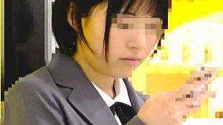 【盗撮】清純無垢な制服女子校生が電車で痴漢に遭ってたので動かぬ証拠を撮ってあげますた♪