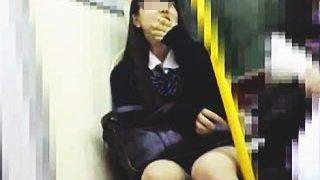 【盗撮】一日に何度もパンチラ覗かれてそうな可愛い女子校生を粘着執着追跡逆さ撮り♪