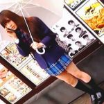 【盗撮動画】梅雨どきでパンティもお湿り状態と思われる女子校生のエッチな傘さしパンチラ♪