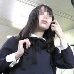 【盗撮】お嬢様な女の子を逆さ撮りしたらTバックで大興奮してたら痴漢被害に遭ってますた♪