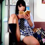 【盗撮】電車内でパンチラ晒してるJKに注意したら逆ギレされそうなので隠し撮りで拡散♪