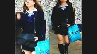 【盗撮】ギャル臭がハンパない制服女子校生が穿いてるパンティはやっぱりな柄だった件♪