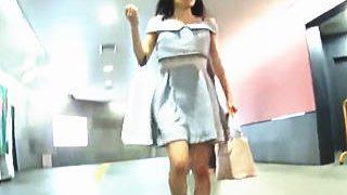 【盗撮】お買い物を終えたスレンダー女子のパンチラは購買意欲の残り香を感じられた件♪