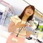 【盗撮動画】婦人靴専門店で働く美人店員さんにドキドキの逆さ撮りで神々しいパンチラGET♪