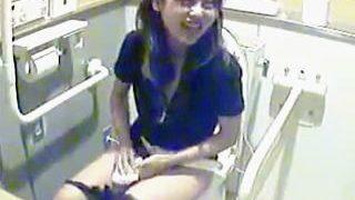 【盗撮】最近はキレイになった海の家の女子トイレには最初から隠しカメラが仕込まれてる件♪