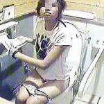 【盗撮】有名ビーチの公衆女子トイレには防犯上の理由から個室内も監視されてるらしい件♪