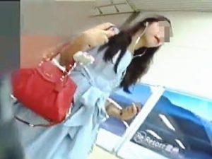 【盗撮】逆さ撮りターゲットになることを想定してる女子のパンチラは想定以上のエロですた♪