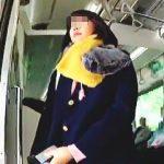 【盗撮動画】何度か電車を乗り換えて遠方から通学してる女子校生のパンチラは眩しかった件♪