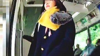 【盗撮】何度か電車を乗り換えて遠方から通学してる女子校生のパンチラは眩しかった件♪