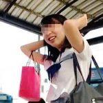 【盗撮動画】大学受験まではまだ時間がありそうな女子校生のフレッシュなパンチラで暑気払い♪