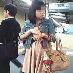 【盗撮動画】駅で見かけた素人女子たちを片っ端からスカメクして勝手にパンティチェック♪