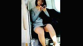 【盗撮】電車にクッソだらしなくてクッソエロいパンチラ女子がいたので皆さんとシェアします♪